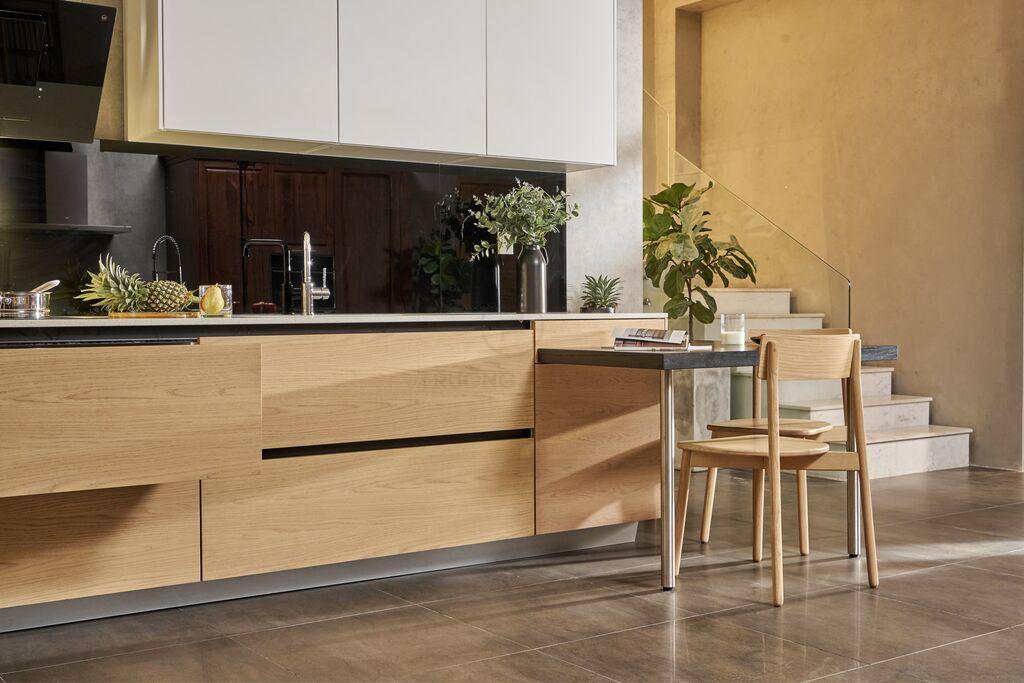 Quy cách tủ bếp gỗ cần đúng chuẩn để tạo sự tiện lợi và an toàn cho người sử dụng.