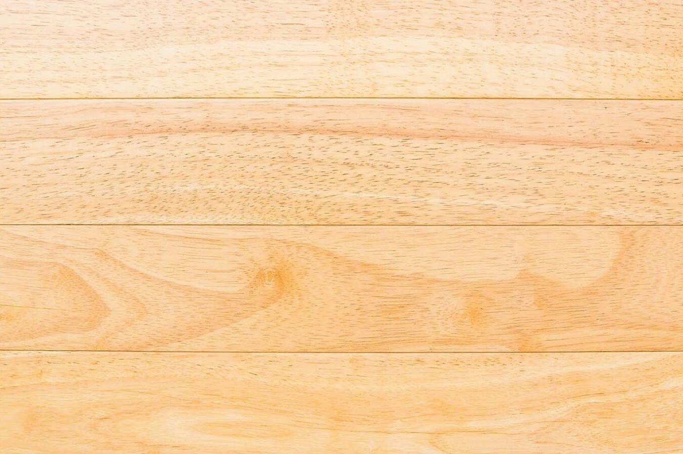 Đặt lên bàn cân sàn gỗ cao su và sàn gỗ thông